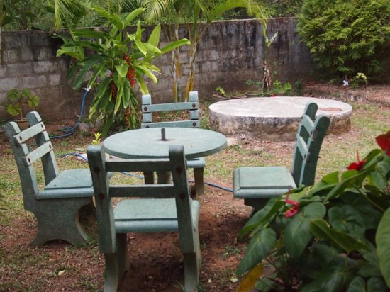 Relax Guesthouse: outside area for relaxing