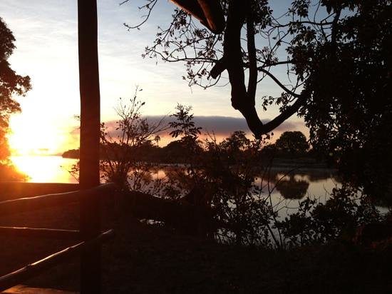 Chundu Island Camp: Solopgang Chundu Island