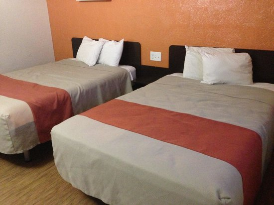 Motel 6 Oklahoma City North-Frontier City : ok look bed (read my review to understand)