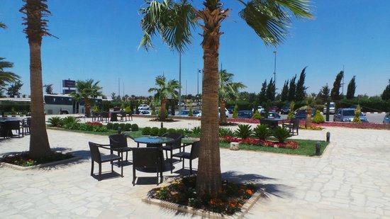 Amman Airport Hotel: Al Afandi Cafe Terrace