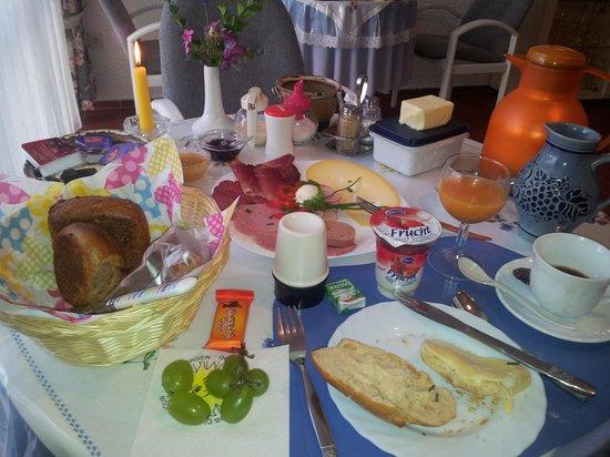 Schönau an der Brend, Deutschland: Frühstückstisch