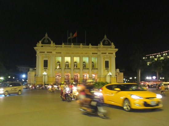 Hanoi Opera House: Opera House by night