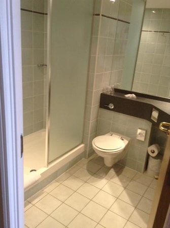 Holiday Inn Express Liverpool-Knowsley: bathroom