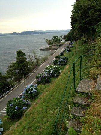 Relais Casali della Cisterna: Weg zum See 2