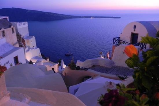 Kastro Oia Restaurant: after sunset view from our table