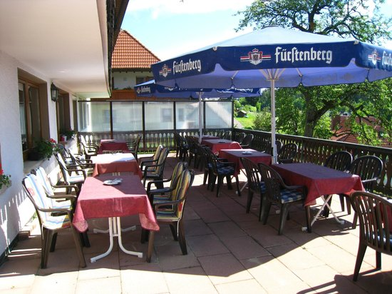 Gasthof Pension Rossle : Outside Eating at Hotel