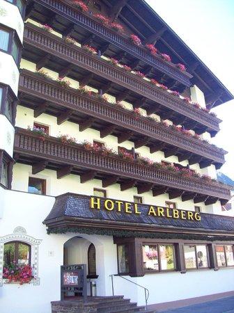 Hotel Arlberg: questa è la facciata dell'hotel