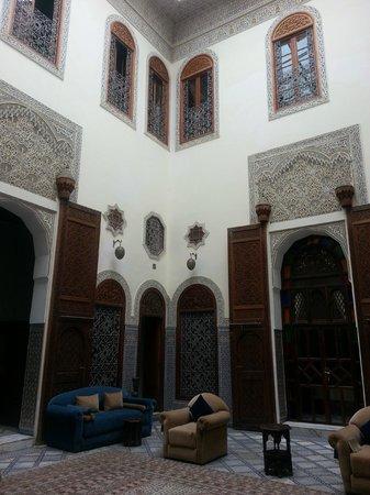 Riad Alkantara: Spazio comune con Biblioteca e Giochi da tavolo