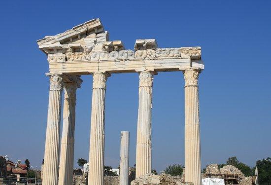 Conny's Hotel: The Apollo temple