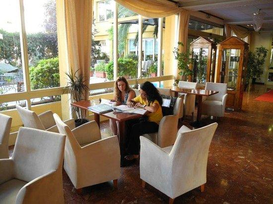 Santa Cristina Hotel: Бар