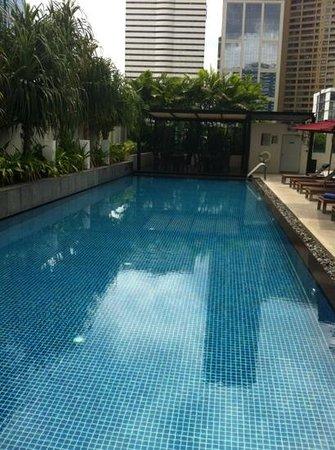 Park Plaza Bangkok Soi 18: Rooftop pool