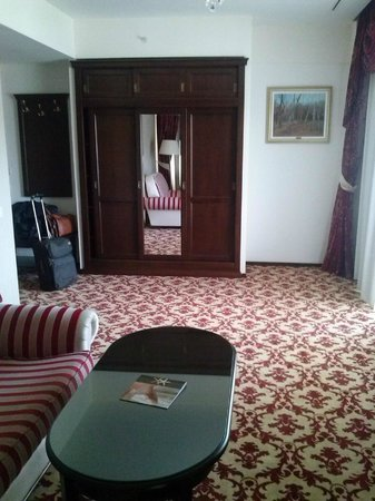 Hilton Sibiu: livingroom