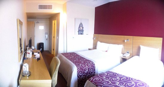 Jurys Inn Sheffield: panoramic view of the room, from window
