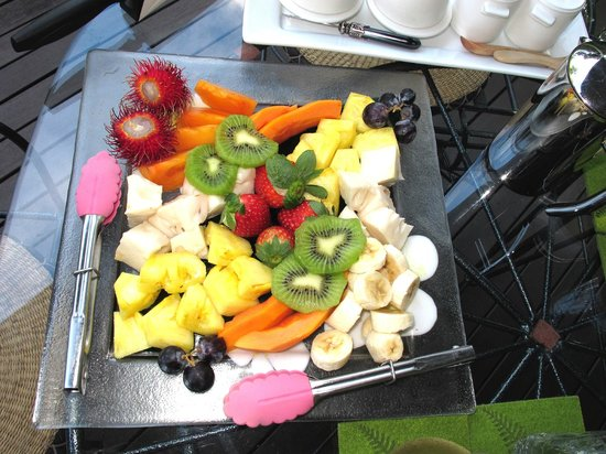 The Garden Gate: Tropical fruit breakfast