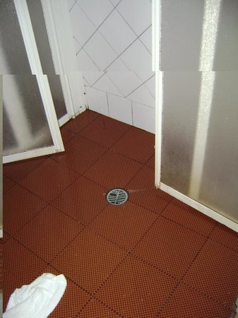 grand hotel terme roseo doccia2