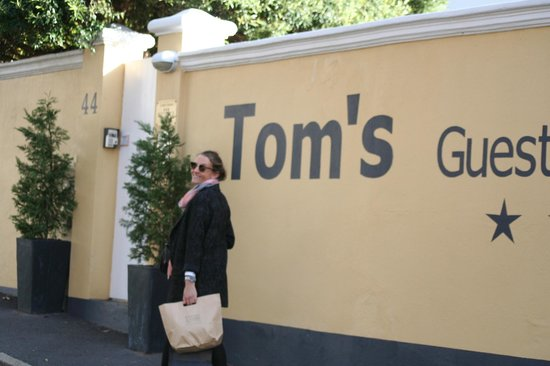 Tom's Guest House: Der Eingang
