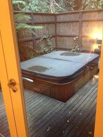 Lochiel Luxury Accommodation: Spa pool 4 bedroom cottage