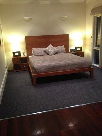 Lochiel Luxury Accommodation: Master bedroom 4 bedroom cottage