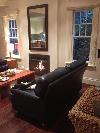 Lochiel Luxury Accommodation: Beautiful open fire 4 bedroom cottage