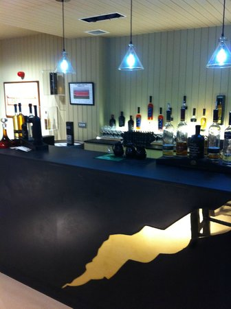 Penderyn Distillery: Bar area