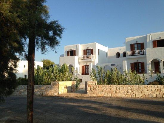 Roussos Beach Hotel: Hotel