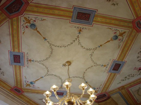 Hotel Chiusarelli: lobby sealing paintjob