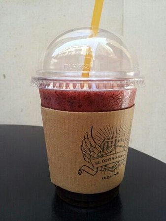 El Ultimo Mono Juice & Coffee: zumo de manzana con arandanos y jengibre