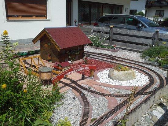 Haus Mary : Railway track