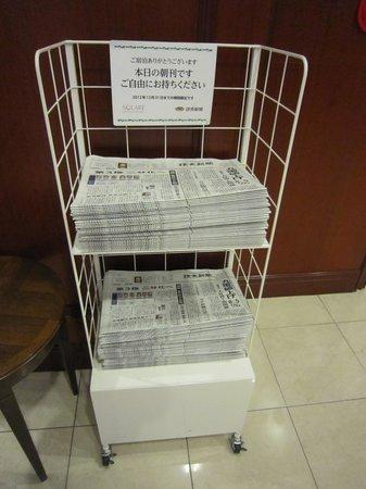 Quintessa Hotel Sasebo: 1Fエレベータ前にて朝刊無料サービス