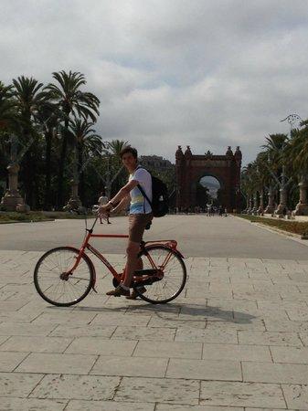 Budget Bikes Tours: Arch of triumph