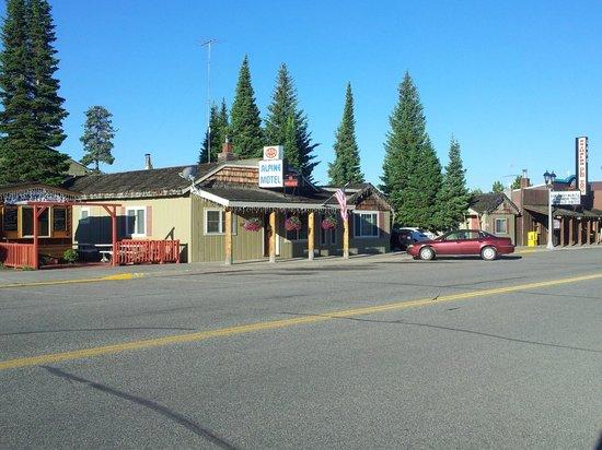 Alpine Motel: Straßenansicht