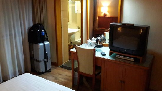 Lee Garden Hotel: room is small but ok