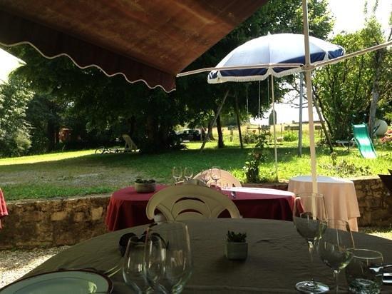 Affieux, Γαλλία: déjeuner en terrasse