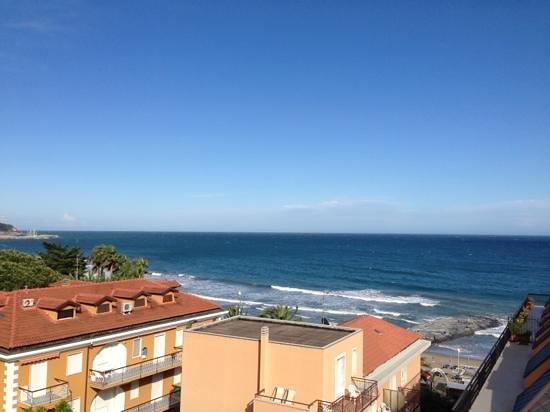 Hotel Lungomare: vista dal terrazzo..