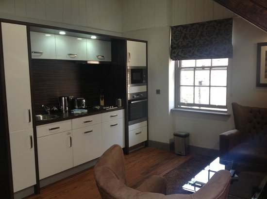 Roomzzz Newcastle City: Kitchenette