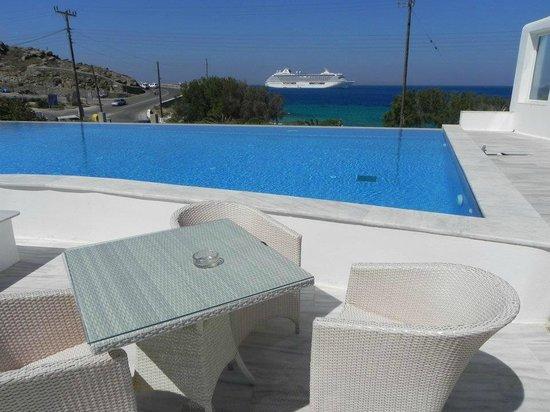 Akti Irini Hotel : terracita con piscina y vistas