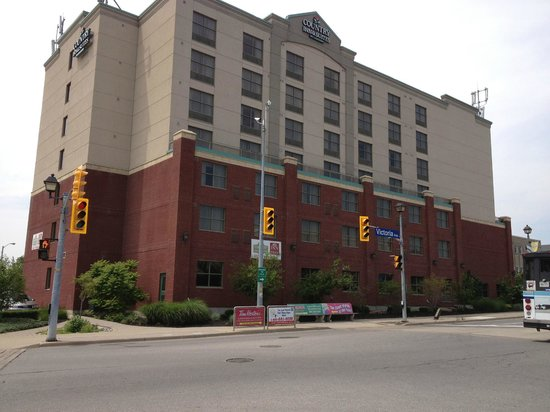 Country Inn & Suites by Radisson, Niagara Falls, ON: View from street