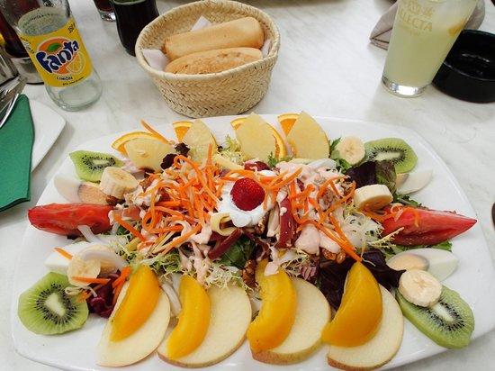 L'Orient Cafe: Tropical salad