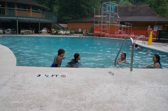 Cherokee / Great Smokies KOA: Outdoor pool