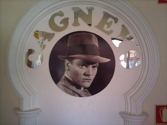 Cagneys La Marina: bar entrance