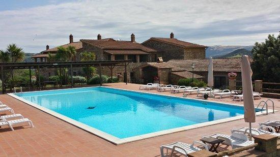 Podere del Vescovo: House and swimming pool