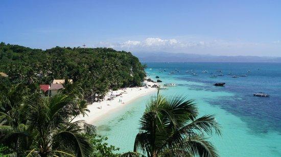 Microtel Inn & Suites by Wyndham Boracay: Пляж у отеля