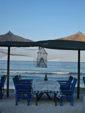 Restaurant / Taverna Flisvos : Flisvos beach table