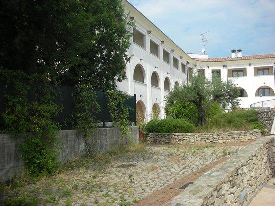 Manerba del Garda Resort : vialetto1