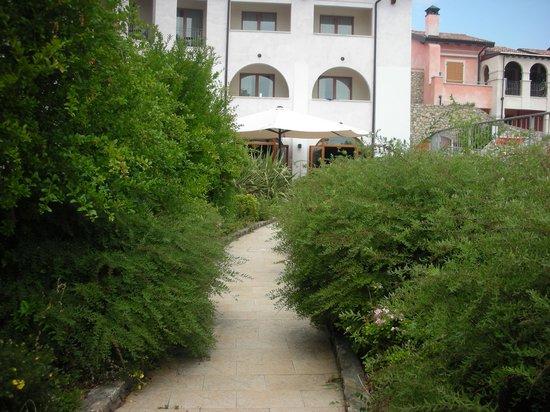 Manerba del Garda Resort : vialetto3