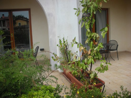 Manerba del Garda Resort : patio camere