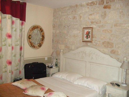 Hotel Residence Quintinie: Blick aufs Bett von der Zimmertür