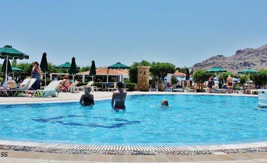 James Hotel: Swimmingpool