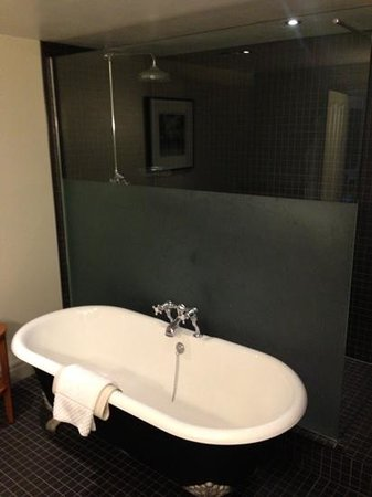 Hotel du Vin Cheltenham: The beautiful and very spacious bathroom will roll top bath and walk in shower.