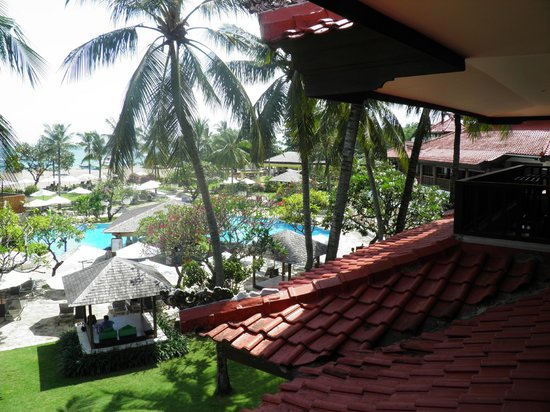 Holiday Inn Resort Baruna Bali: Pool view from reception area